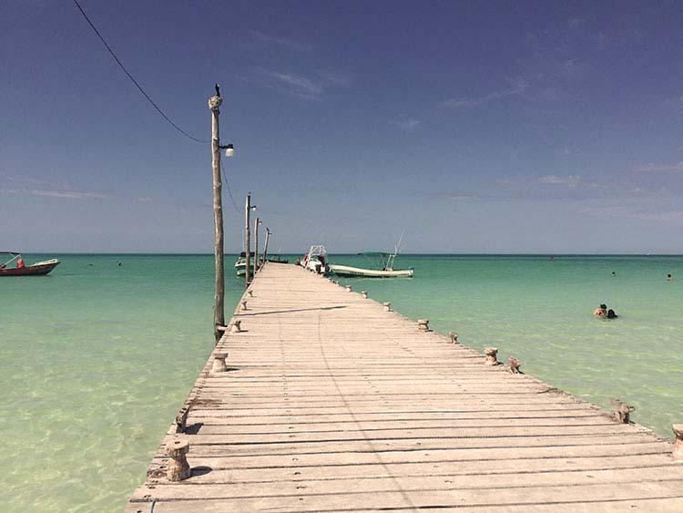 A ilha é banhada pelo Golfo do México e é como estar no Caribe