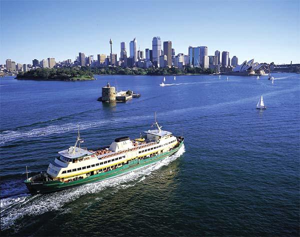 É fato que o tranporte público em Sydney é bem eficiente, então por que não usar isso a seu favor? O Ferry até Manly é confortável, pontual e barato