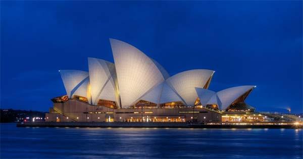 O cartão postal de Sydney merece uma visita, a arquitetura do teatro impressiona e vale a pena gastar um pouquinho para conhecer o interior ou até mesmo assistir uma atração