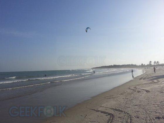 Se quiser alugar uma prancha de Stand-up Paddle também é possível, existem vendedores ali na praia mesmo oferecendo.