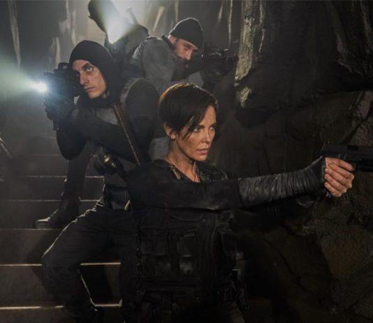 Old Guard terminou e embora a temporada de filmes de verão tenha sido praticamente cancelada em 2020, existem alguns filmes sólidos disponíveis para exibição em casa.