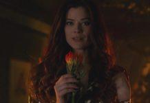 """Poison Ivy declarou-se a nova rainha de Gotham City. A """"Guerra do Coringa"""" deixou Gotham de joelhos."""